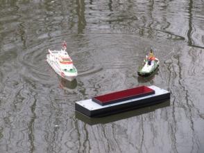 manövrierunfähig mit der Schleppleine in der Schraube müssen die Seenotretter helfen
