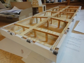 um die Konstruktion belastbarer und schwerer zu gestalten, wurde ein Holzgerüst eingezogen