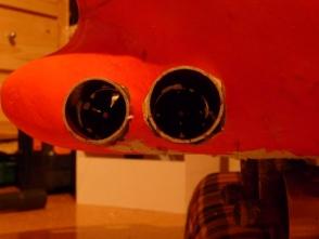 die fertigen BSR werden in den Rumpf geschoben und dort verklebt