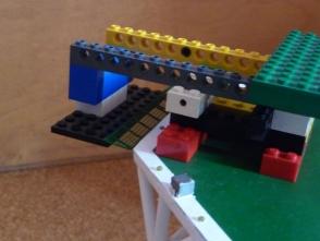 ... um dann mit der Legomontagehilfe angeklebt zu werden.