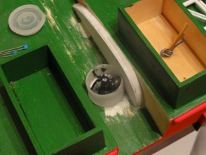 Der Schottel schaut etwas aus der Kabellegerrampe, der wasserdichte Zugang wurde mittels Filmdose realisiert.