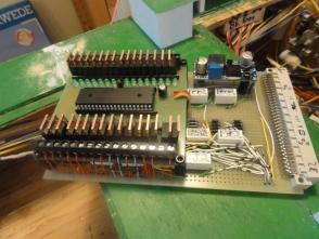 Die Schaltung sämtlicher Funktionen wird über einen 32-Kanal Decoder aus dem Modellbauforum realisiert