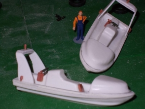 Die Tiefziehsätze für die Speedboote wurden mit Zubehörteilen aus dem Modellbahnbereich aufgewertet.