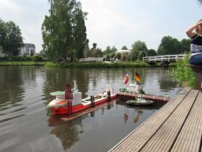 in Gesellschaft auf dem Offshore Treffen 2011 in Uetersen bei Hamburg
