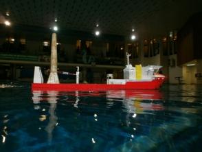 beim Schaufahren im FEZ 2012 wirken die Wasser- und Rumpffarbe richtig gut zusammen